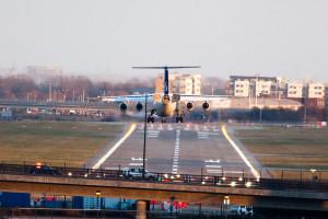 1280px-SAS_plane_landing_at_London_City_Airport